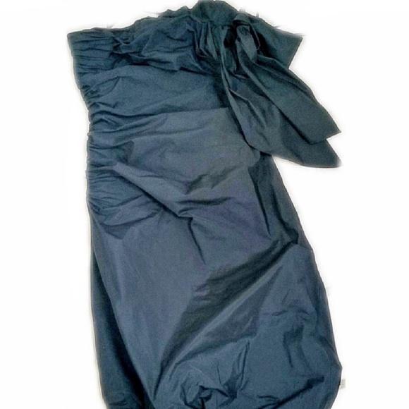BCBGMaxAzria Dresses & Skirts - BCBGMAXAZRIA Black Strapless Bow Bubble
